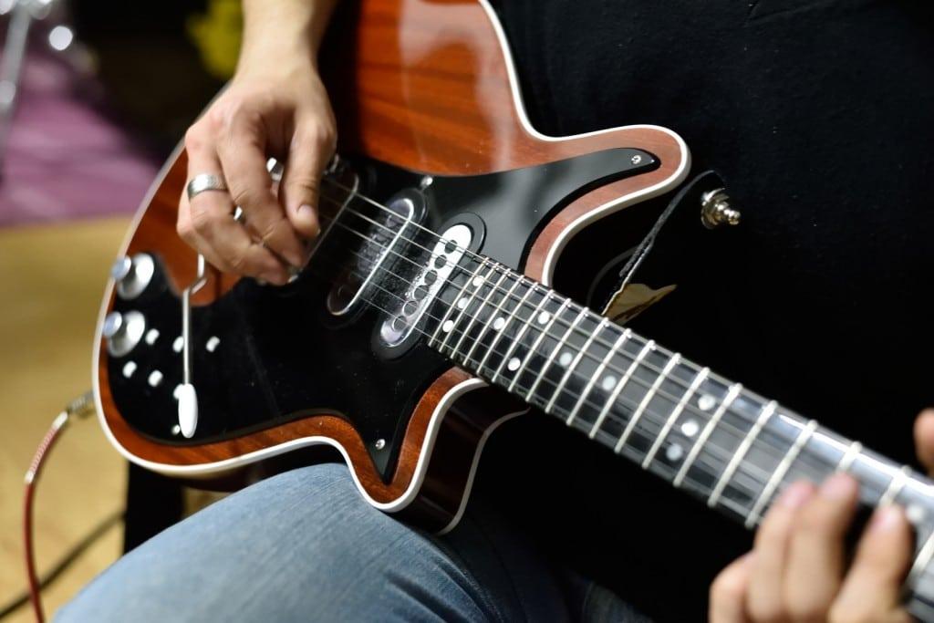 quelles sont les meilleures cordes de guitare lectrique pour le d butant. Black Bedroom Furniture Sets. Home Design Ideas